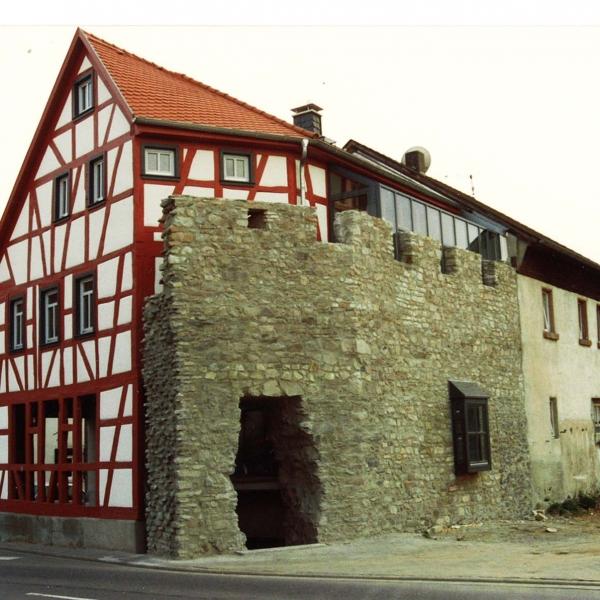 Sanierung Geschäftshaus mit Stadtmauer