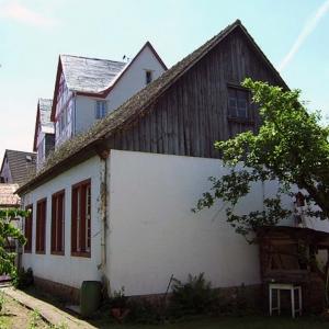 Umbau eines Versammlungsgebäudes in ein Wohnhaus