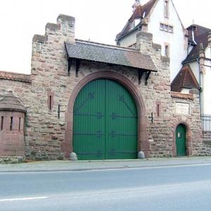 Sanierung der denkmalgeschützten Kasernenmauer